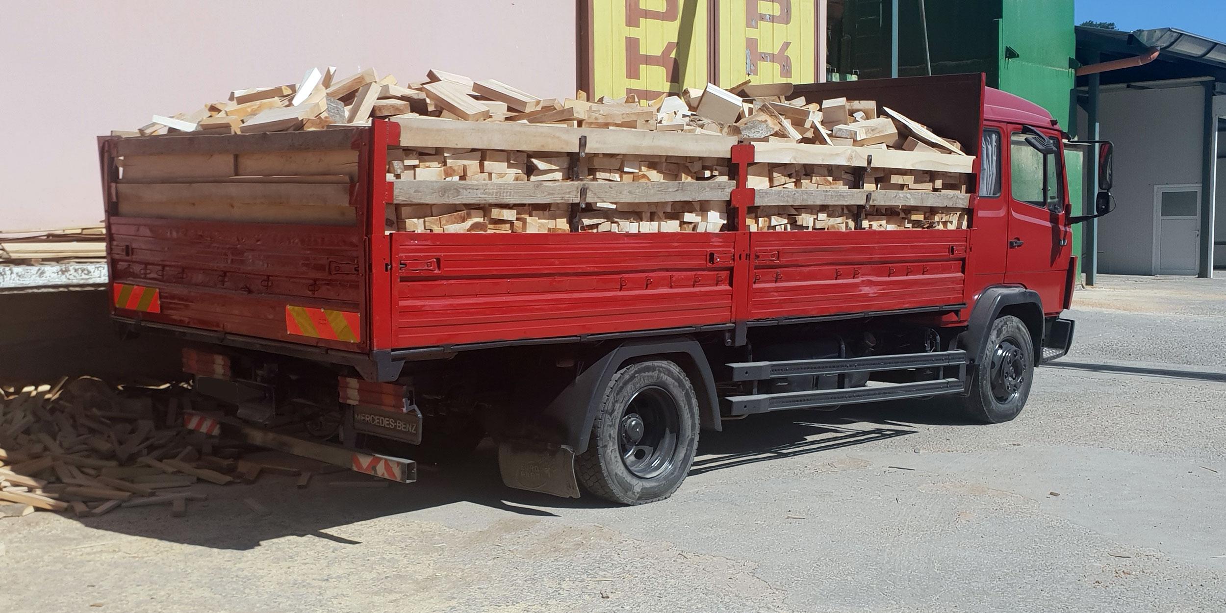 Доставка на дърва за огрев